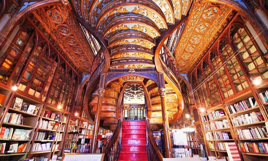 Centenária livraria Lello, na cidade do Porto, vai contra a corrente e é  fenômeno de vendas - Canal Portugal